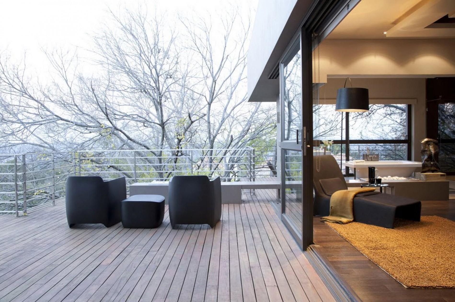 Eccleston drive residence by nico van der meulen architects .
